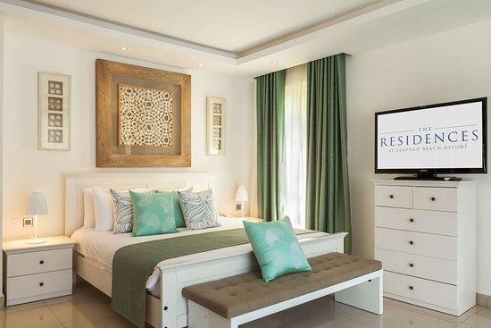 Leopard Beach Resort & Spa: Master Bedroom Bdr Forest Villa bed with tv on