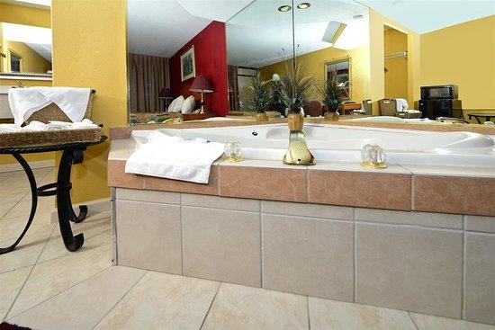 Americas Best Value Inn Nashville/South: One King Bed Jacuzzi Suite