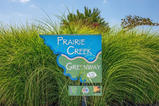 Super 8 by Wyndham Kansas City at Barry Road/Airport: Prairie Creek Greenway