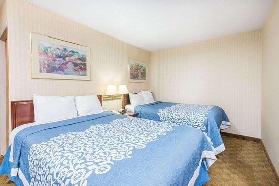 Days Inn & Suites by Wyndham Boardman: 2 Double Bed Room
