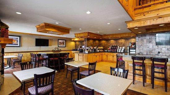 Best Western Plus Olympic Inn: Breakfast Area