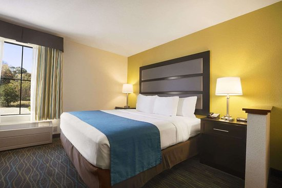 Days Inn & Suites by Wyndham Commerce: Standard King Bed Room