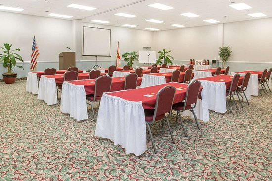 Days Inn & Suites by Wyndham Navarre Conference Center: Meeting Room