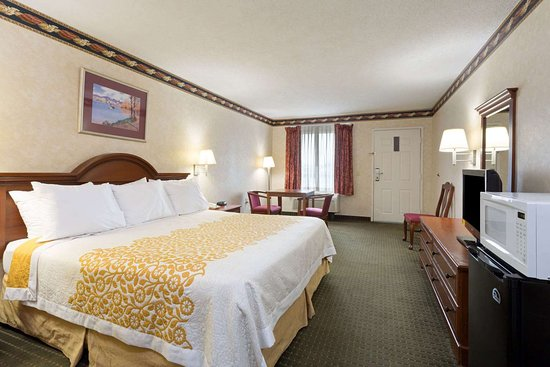 Clinton, NC: 1 King Bed Room