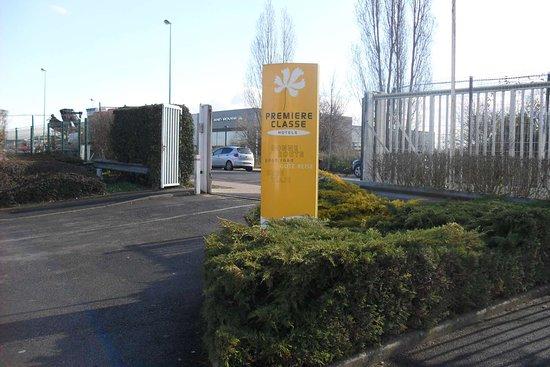 Premiere Classe Saint Ouen L'Aumone: Secure parking