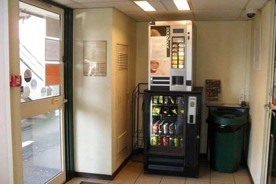 Premiere Classe Saint Ouen L'Aumone: Drink dispenser