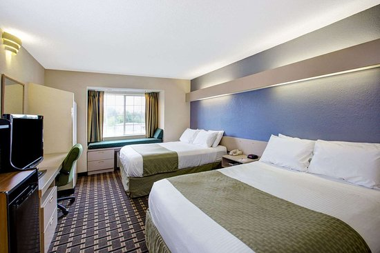 Microtel Inn & Suites by Wyndham Statesville: Two Queen Bed Room