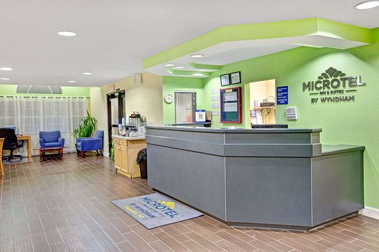 Microtel Inn & Suites by Wyndham Statesville: Lobby