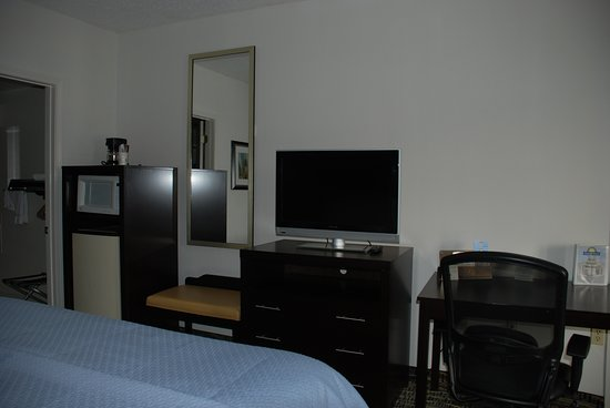 Front Guest Rooms and Lobby area – Foto de Days Inn by Wyndham Covington, Covington