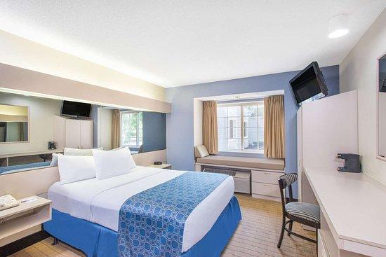 Microtel Inn & Suites by Wyndham Seneca Falls: Guest room