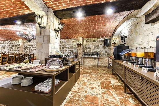 Sercotel Alfonso VI: Spacious breakfast area