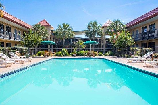 Days Inn by Wyndham Leesville: Pool