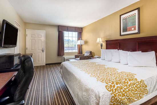 Days Inn by Wyndham Leesville: Guest room