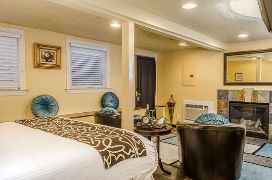 Hotel Napa Valley: Well-equipped suite