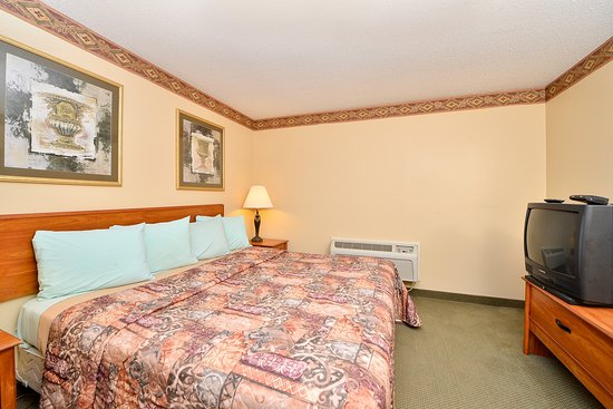 Americas Best Value Inn & Suites: One King Bed Suite