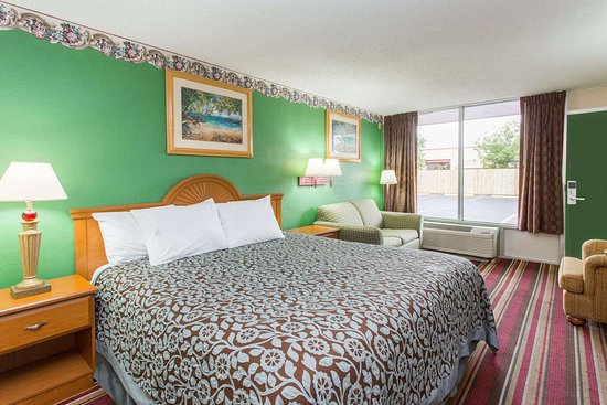 Days Inn by Wyndham Fort Myers: 1 Queen Bed Room