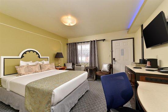 One Queen Bed Jacuzzi Guest Room