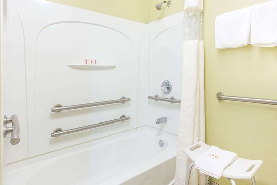 Ripley, Теннесси: Guest room bath