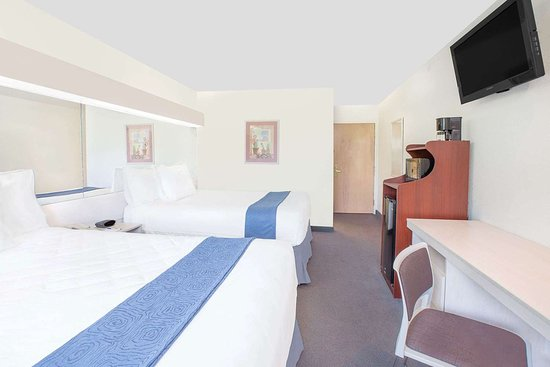 Microtel Inn & Suites by Wyndham Broken Bow: Guest room