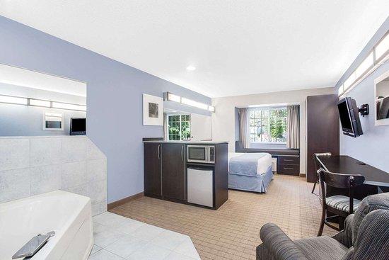 Bath, NY: Guest room