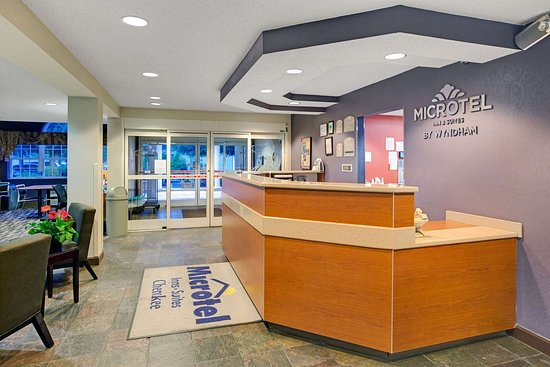 Microtel Inn & Suites by Wyndham Cherokee: Front Desk Area