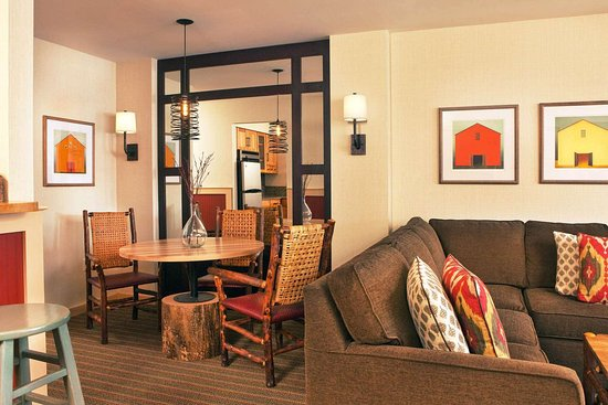 The Sagamore Resort: Guest Room Suite