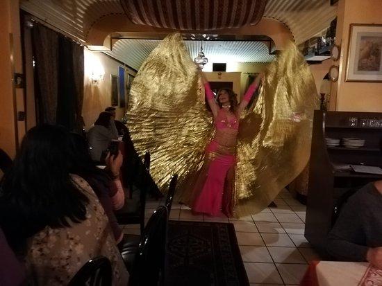 Ristorante Persiano Teheran Pars: Belly dance!