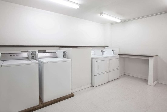 Knights Inn Victoria East: Laundry