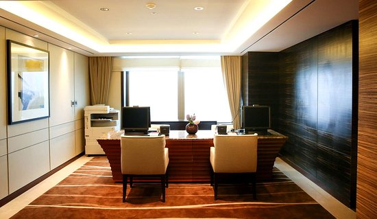 Lotte Hotel Ulsan: Club Lounge reception