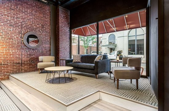 New Bedford Harbor Hotel, an Ascend Hotel Collection Member: Spacious lobby with sitting area