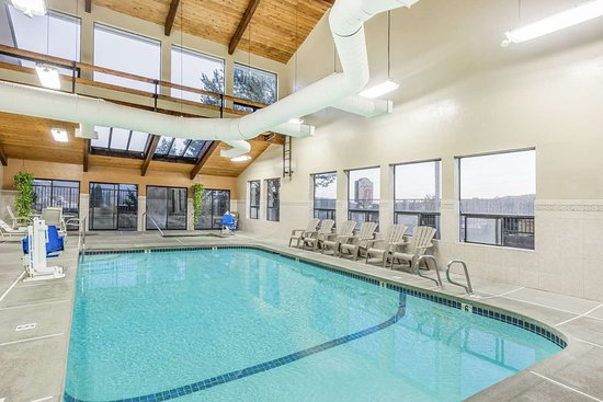 Super 8 by Wyndham Grants Pass: Pool