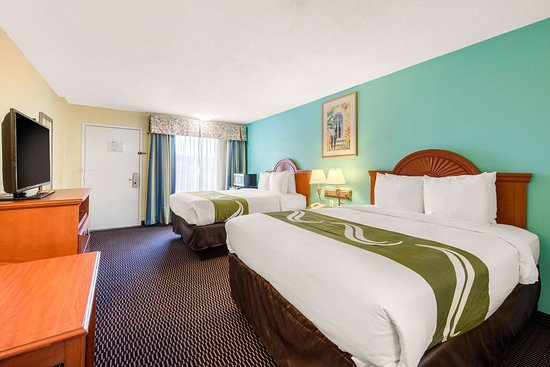Quality Inn & Suites Airport: Spacious room with queen beds