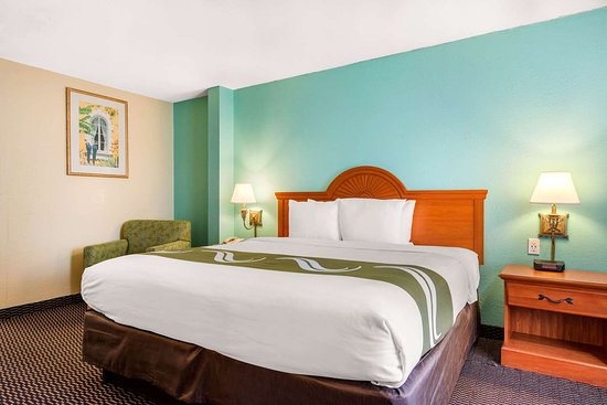 Quality Inn & Suites Airport: Spacious guest room