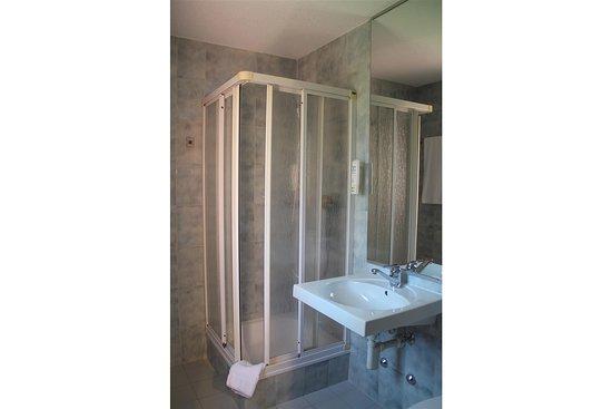 Tulip Inn Lausanne Beaulieu bathroom