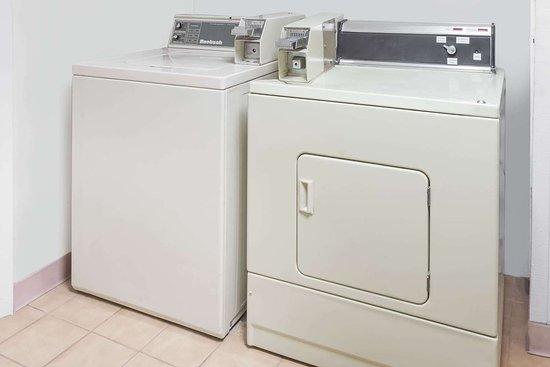 Elyria, OH: Laundry