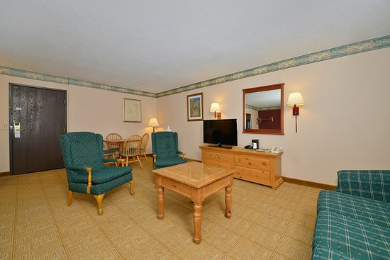 Americas Best Value Inn - Decatur: One King Bed Suite