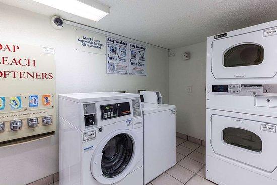 Motel 6 Houston NRG Park - Reliant Stadium: laundry