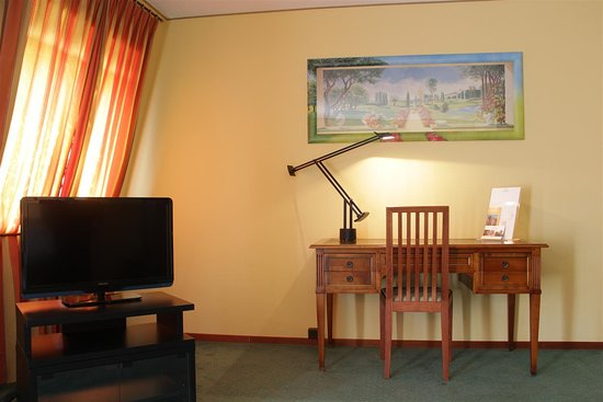 Tulip Inn Lausanne Beaulieu Suite lounge