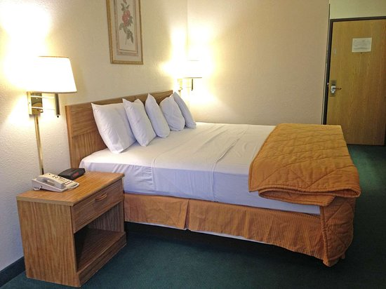 Mexico, MO: One King Bed