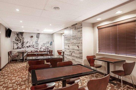 Super 8 by Wyndham Schenectady/Albany Area: Breakfast Area