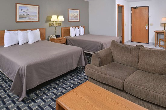 Americas Best Value Inn & Suites Manchester: Two Queen Beds Suite