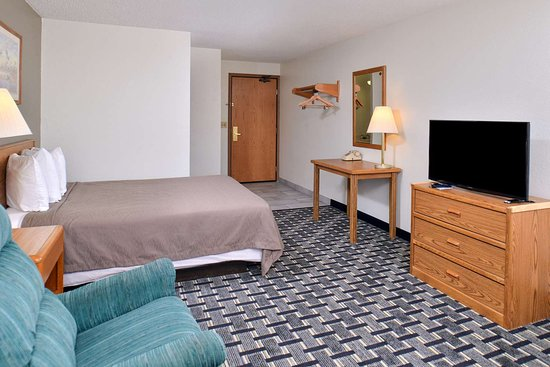 Americas Best Value Inn & Suites Manchester: One Queen Bed