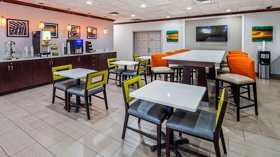 East Palatka, FL: Breakfast Area
