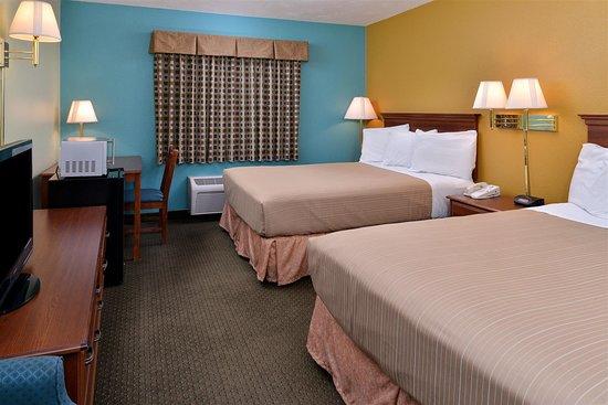 Сеймур, Миссури: Two Queen Bed Guest Room