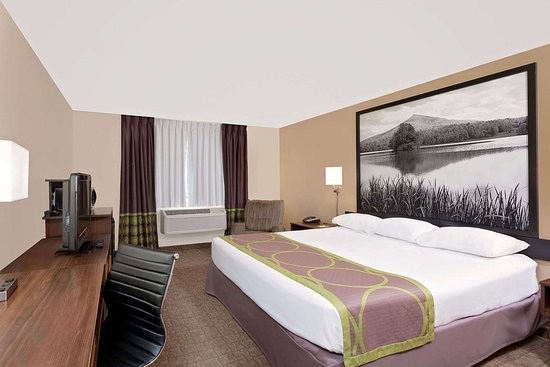 Super 8 by Wyndham Lebanon: Guest room