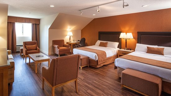 Coast Hillcrest Hotel: Family Queen Beds Guestroom
