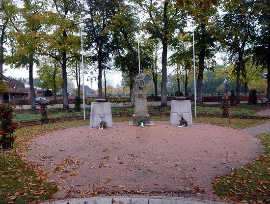 Ehrendenkmal der Gefallenen und Vermisten der zwei Weltkriege.