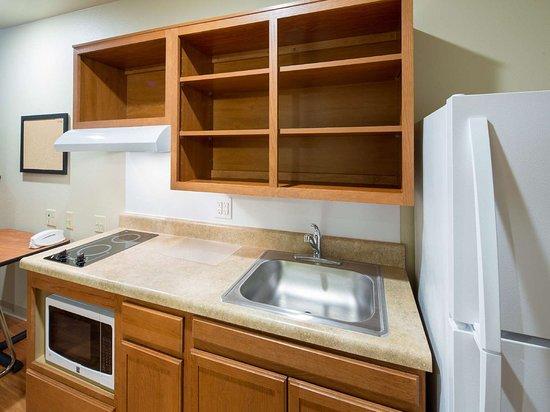 WoodSpring Suites Ankeny: Generic WoodSpring Suites Kitchen AD