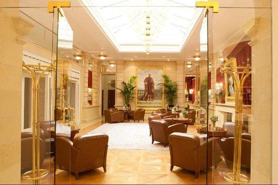 Kaiserin Elisabeth, Hotels in Vienna