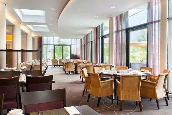 INFINITY Hotel & Conference Resort Munich: Hotel Infinity Munich Breakfast Restaurant Viktual